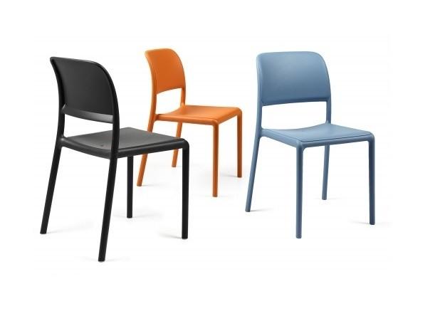 Come Dare Personalità Ad Un Ambiente Con Le Sedie In Plastica Di